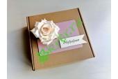 Подарочная коробка 18х18х6 см с декором Роза белая, шт