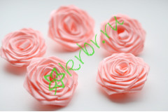 Роза из атласной ленты малая розово-персиковая, шт.