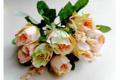 Розочки Боттичелли в букете кремовые